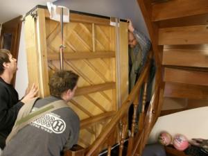 Selitev pianina v težkem stopnišču